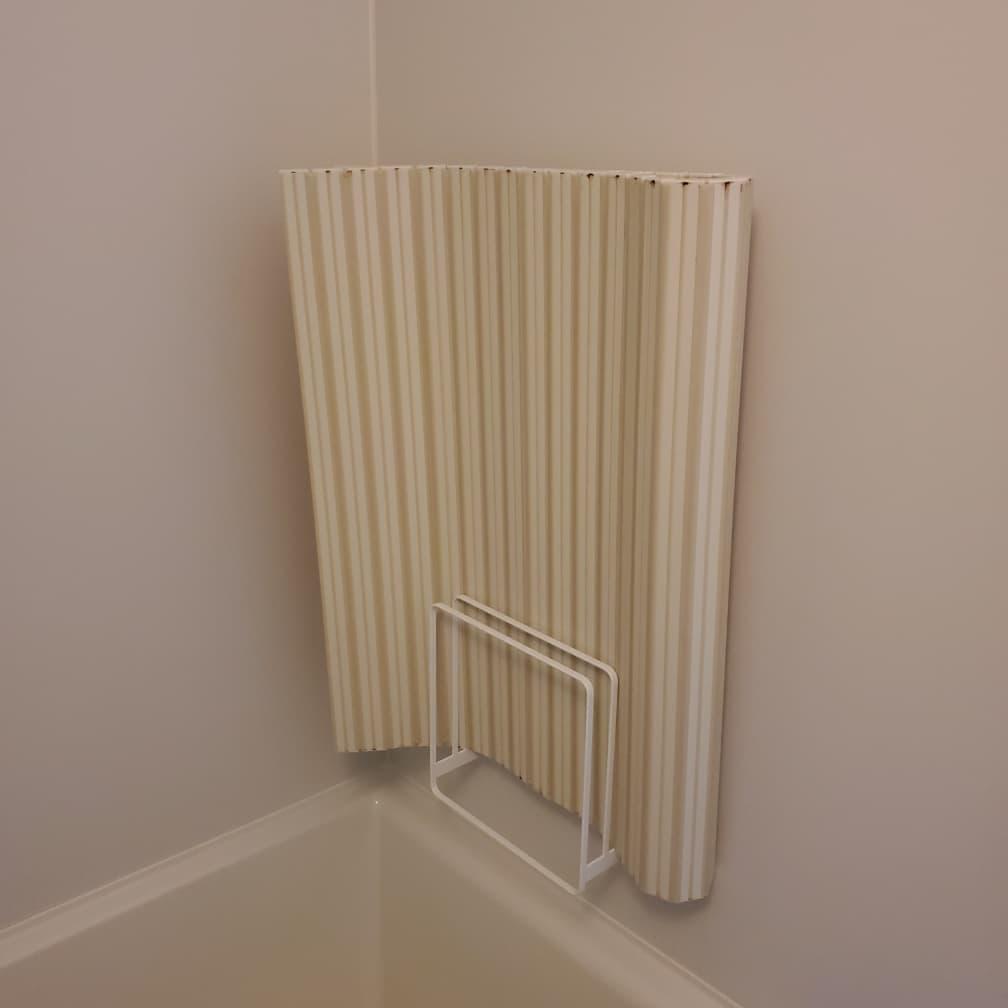towerの風呂蓋スタンドにシャッター式の蓋を乗せた時の様子
